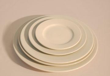 Alquiler Plato de porcelana blanca para eventos.